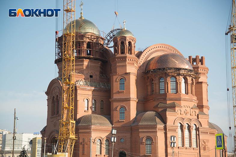Сквер у собора Александра Невского будет выкорчевывать компания волгоградского депутата