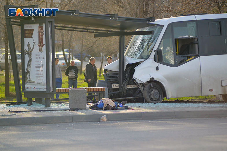 Опубликованы первые кадры гибели человека в жуткой аварии с маршруткой 46С