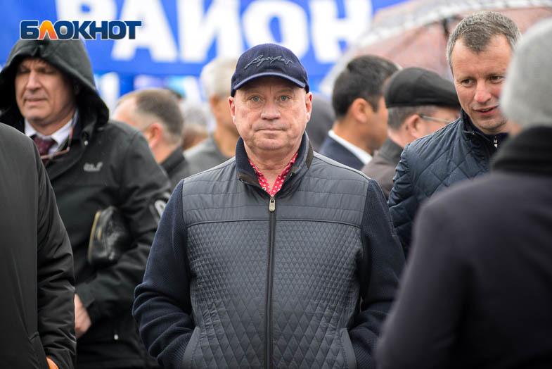 Мэр Волгограда Виталий Лихачев официально отказался от мандата депутата облдумы