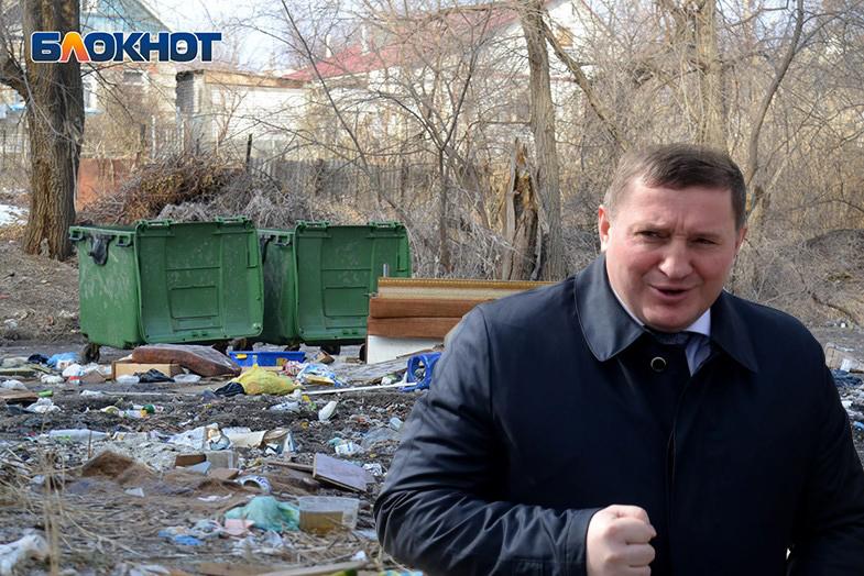 Волгоградские депутаты срочно собираются для обсуждения мусорной проблемы после жалобы Дмитрию Медведеву