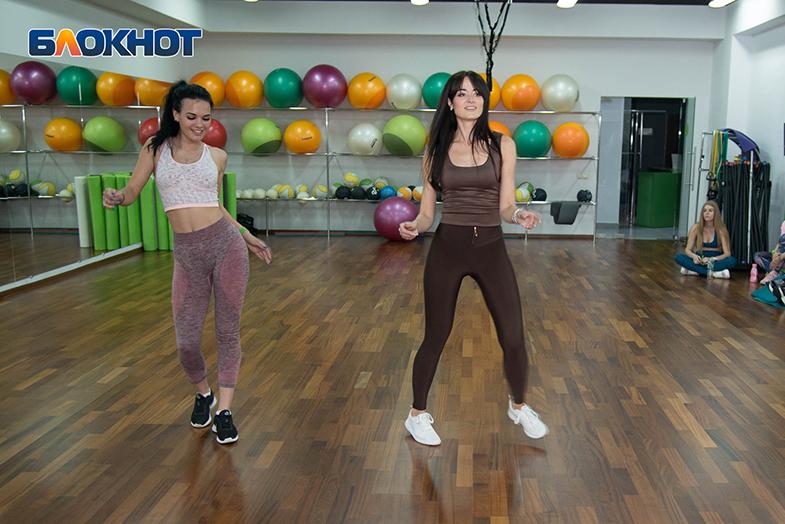 Горячий латиноамериканский баттл в спортзале среди участниц «Мисс Блокнот-2019»: Ксюша VS Оксана