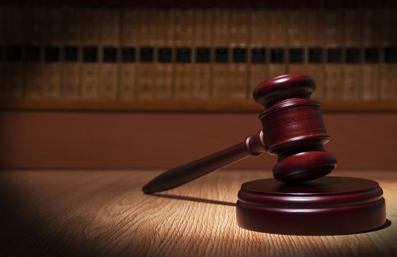 Суд встал на защиту чиновницы мэрии Волжского, уволенной за плохое прохождение праздничной колонны