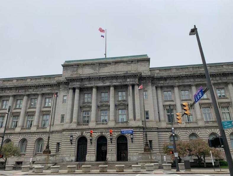Волгоградцы впервые за 10 лет подняли над зданием мэрии американского города российский флаг