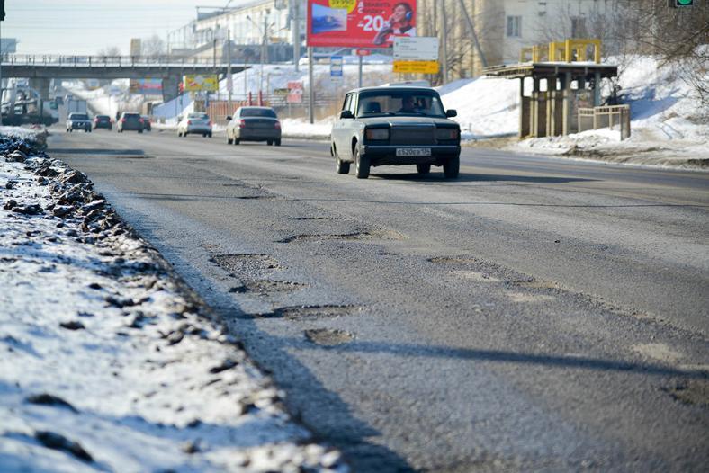 В Волгограде развалилась отремонтированная в прошлом году дорога