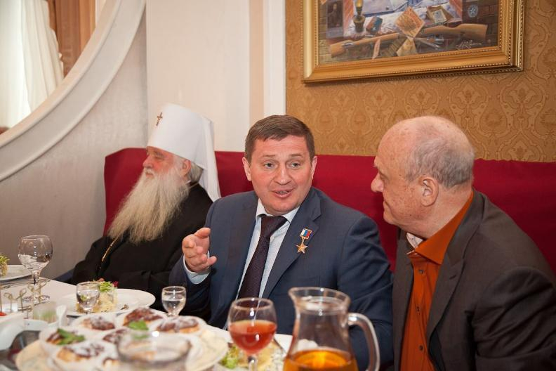 Волгоградский губернатор Андрей Бочаров оказался жителем Москвы
