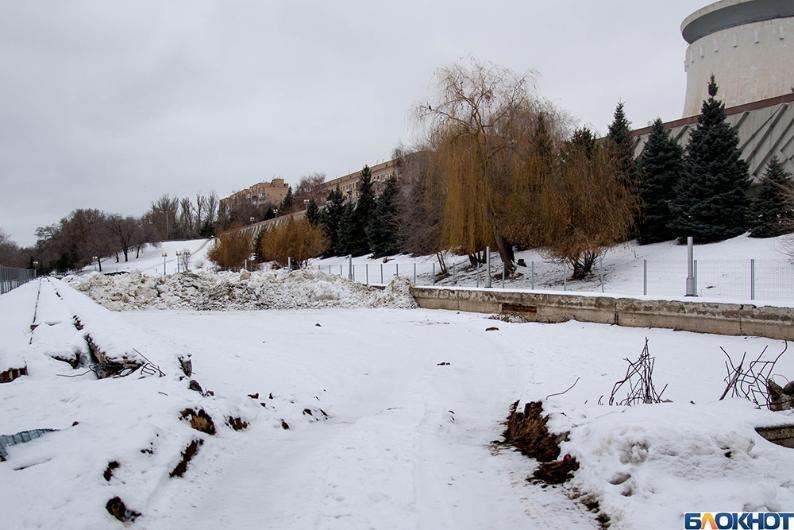 Территорию панорамы «Сталинградская битва» превратили в кладбище коммунальных отходов