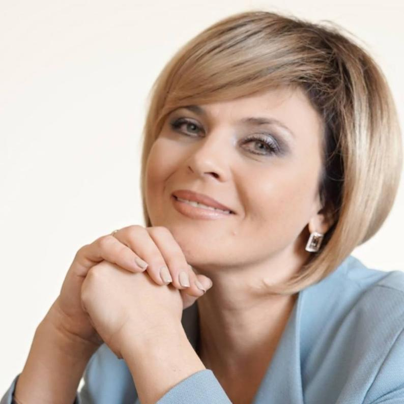 Красавица – мэр столицы российской провинции сегодня особенно мила и хороша собой
