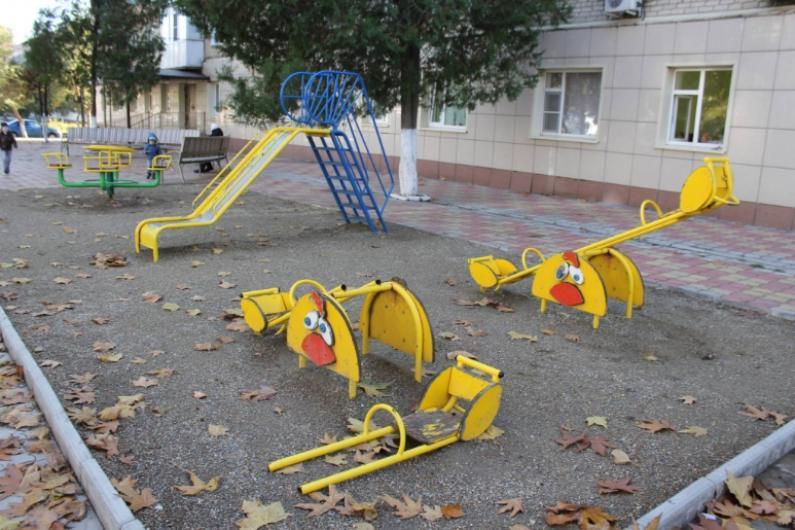 Районные чиновники распорядились снести детский игровой комплекс в центре Волгограда