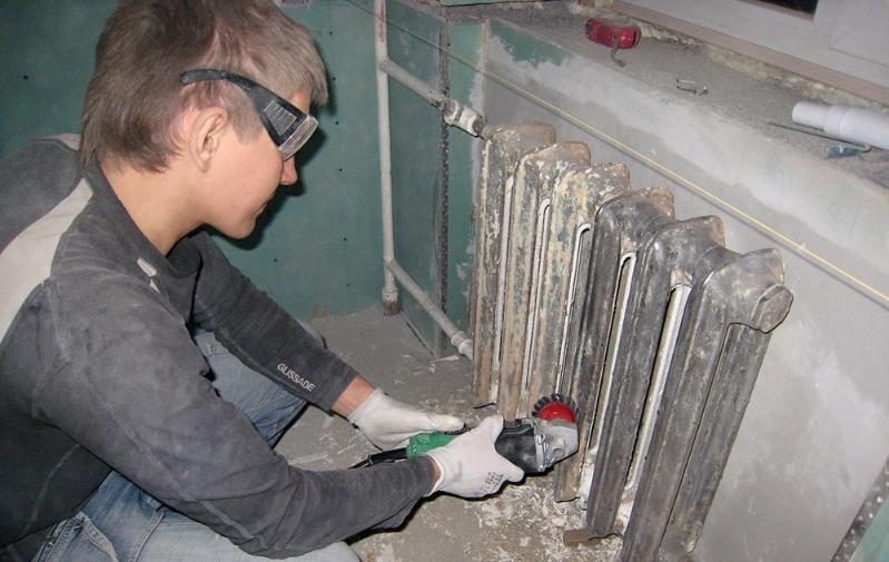 Силами непьющих слесарей решено ремонтировать систему теплоснабжения центрального универмага Волгограда
