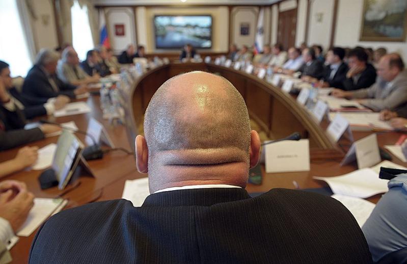Волгоградцы считают депутатов казнокрадами