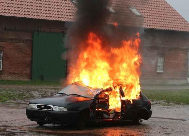Три автомобиля сгорели за сутки в Волгоградской области