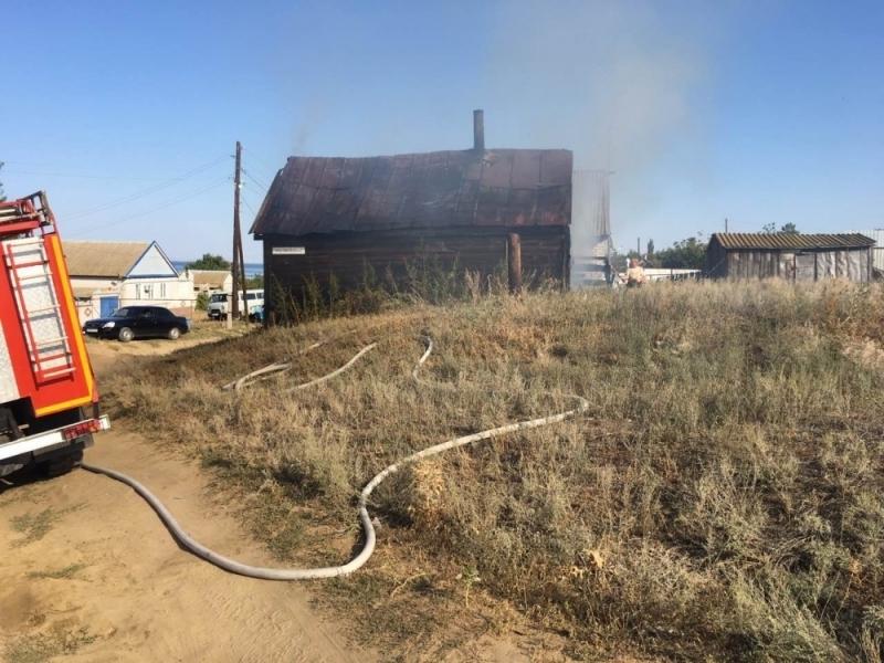 Два человека заживо сгорели на пожаре в частном доме под Волгоградом
