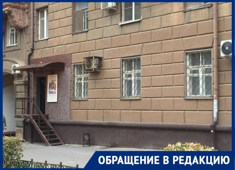 Студия перманентного макияжа изуродовала дом культурного наследия в Волгограде