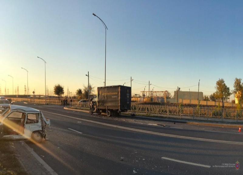 Водитель «капсулы смерти» не пережил двойной удар на шоссе Авиаторов в Волгограде