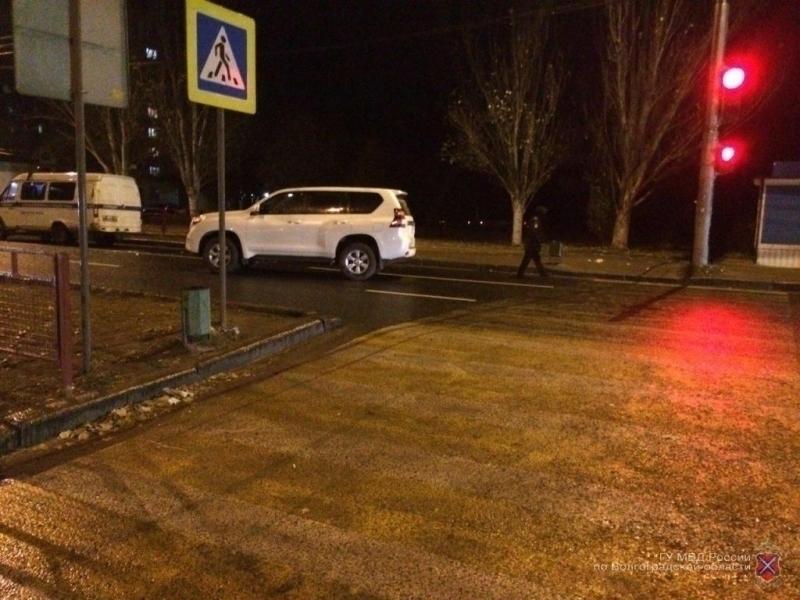 Шофёр Тойота Land Cruiser сбил на«зебре» 2-х девушек