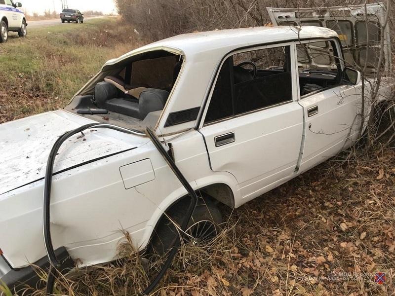 «Семерка» выехала на встречку и опрокинулась в кювет в Волгоградской области: трое в больнице