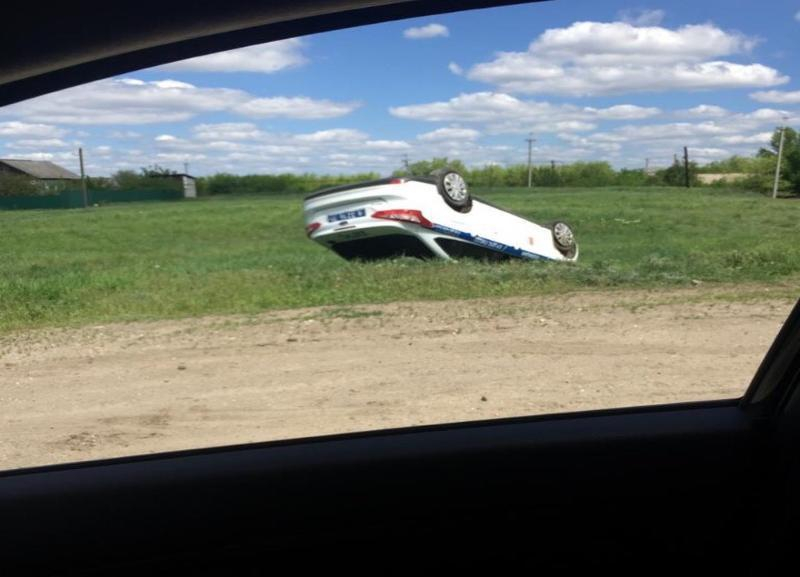 Патрульный автомобиль с сотрудниками ГАИ перевернулся в Волгоградской области