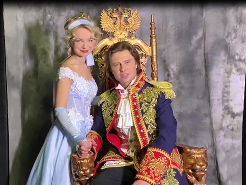 Прохор Шаляпин в образе прекрасного принца снял видеопоздравление для читателей «Блокнота Волгограда»