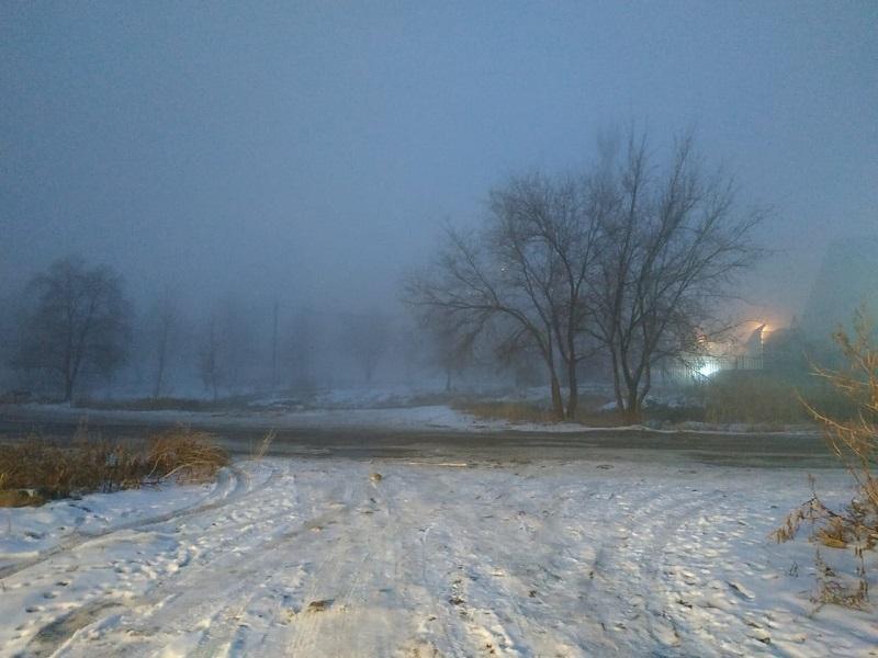 Выходные в Волгограде начнутся с тумана, гололеда и ветра