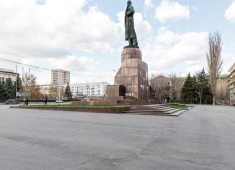 Памятник Ленину в центре Волгограда «трещит по швам»