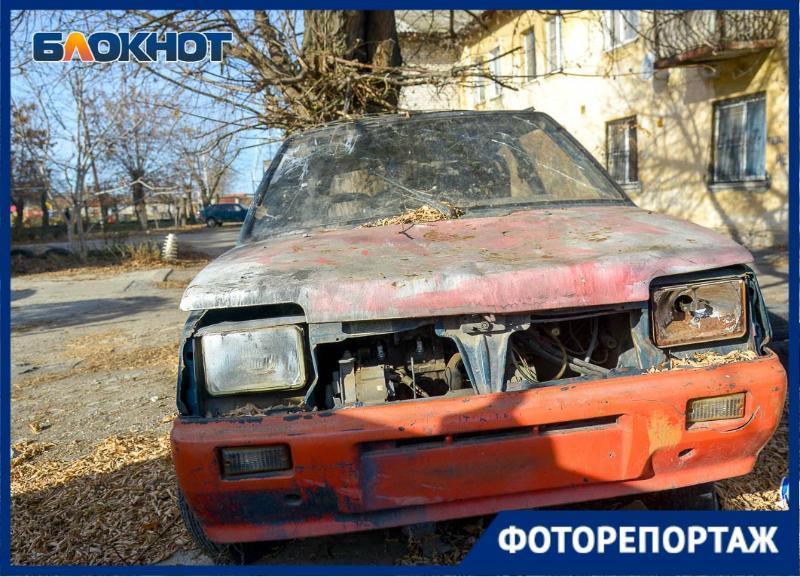 Бесхозные автомобили во дворах Волгограда заснял фотограф