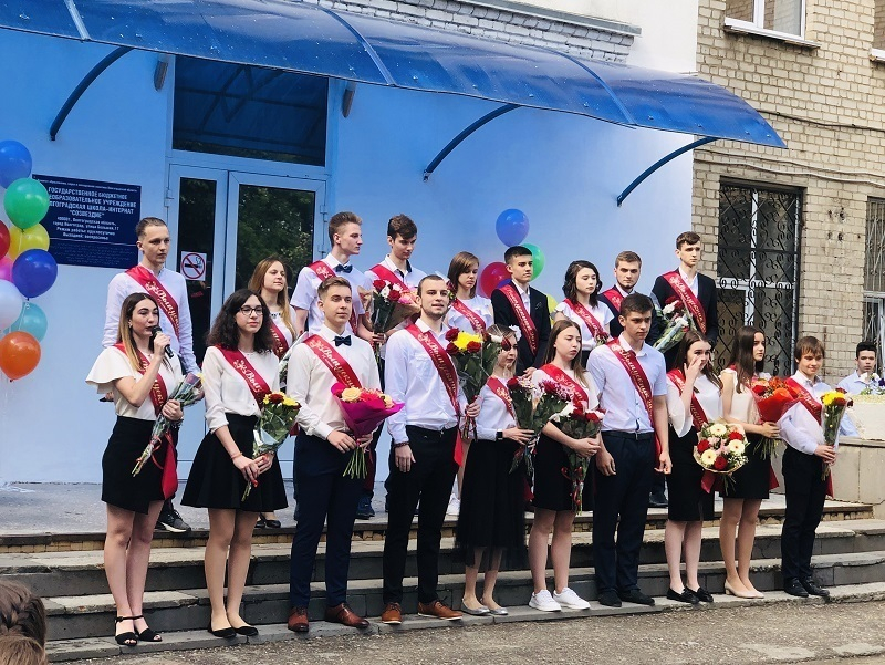 Сегодня 33 тысячи юных жителей Волгоградской области закончили школу