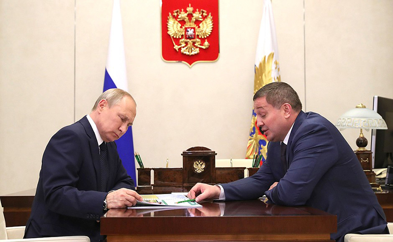 Владимир Путин провел встречу с губернатором Волгоградской области Андреем Бочаровым