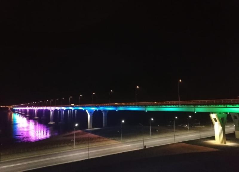 Удивительный панорамный кадр ночного города показал блогер из Волгограда