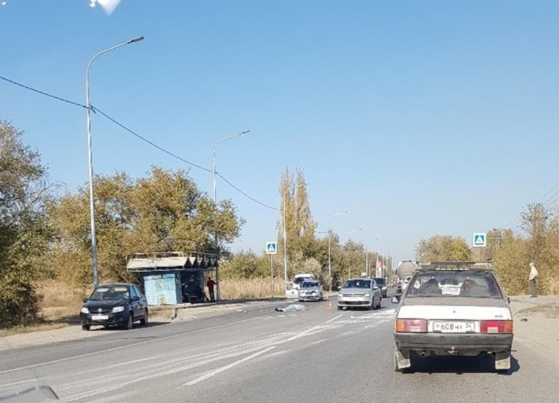 На 24 метра отлетело тело погибшей женщины от места ДТП рядом с остановкой в Волгограде