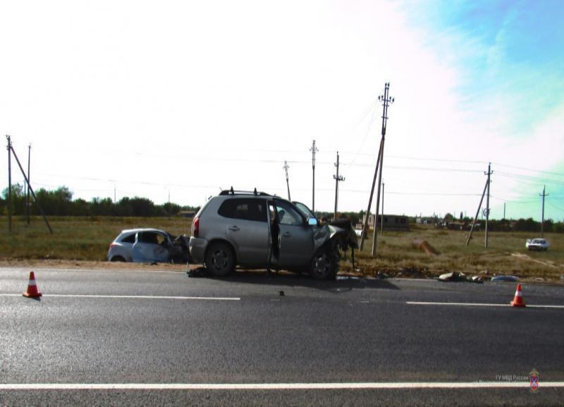Смертельное ДТП произошло на трассе Волгоград-Астрахань: водитель погибла, четыре человека в больнице
