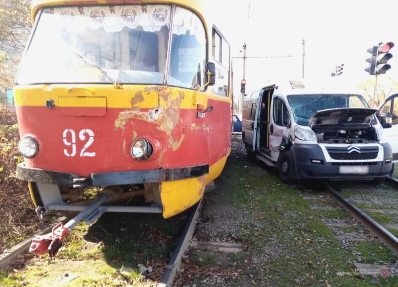 Маршрутка №260 протаранила трамвай: в Волжском ищут очевидцев ДТП