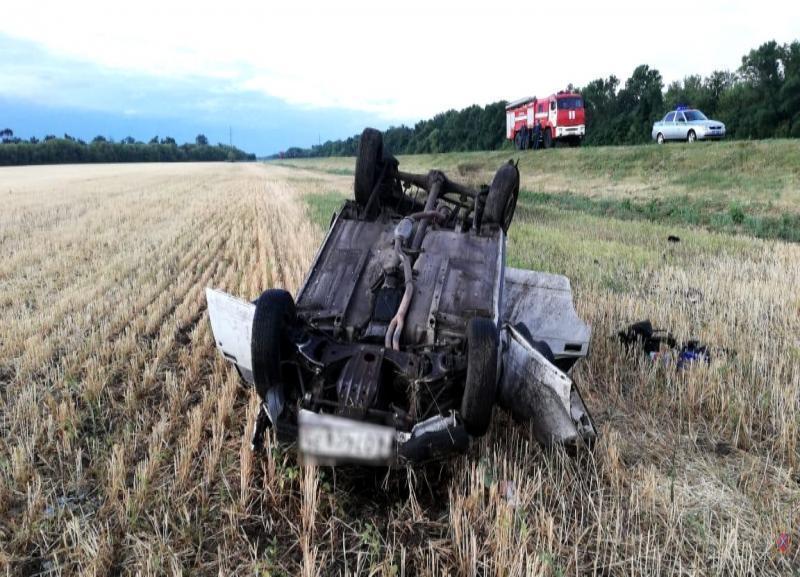 Из-за лопнувшего колеса под Волгоградом перевернулась «семерка»: двое пострадавших