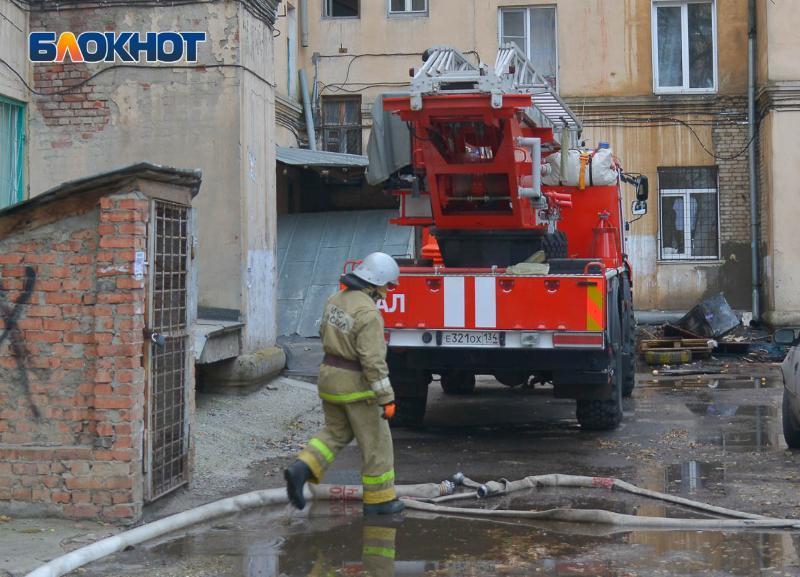 Двух девушек спасли из пожара в общежитии в Волгограде