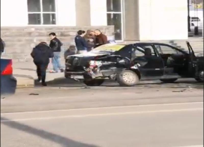 «Яндекс. Такси» и «Газель» не поделили дорогу напротив «Волгоград Арены»
