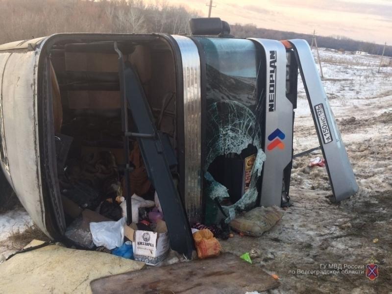 Автобус спаломниками изПятигорска перевернулся вВолгоградской области
