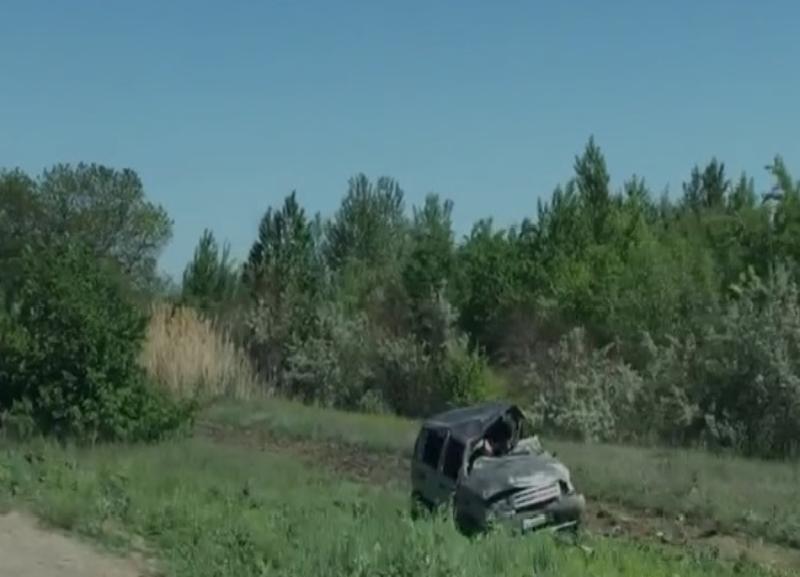Нива вылетела в кювет на трассе в сторону Волжского