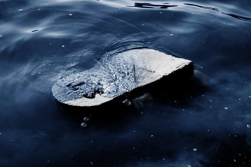 Неудачно нырнул: волжанин скончался после водных процедур