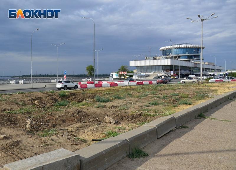 Вместо пластиковых блоков на Нулевой Продольной в Волгограде  установили бетонные бордюры