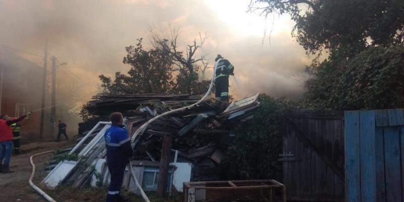 После крупного пожара в Дзержинском районе Волгограда начали разбирать завалы