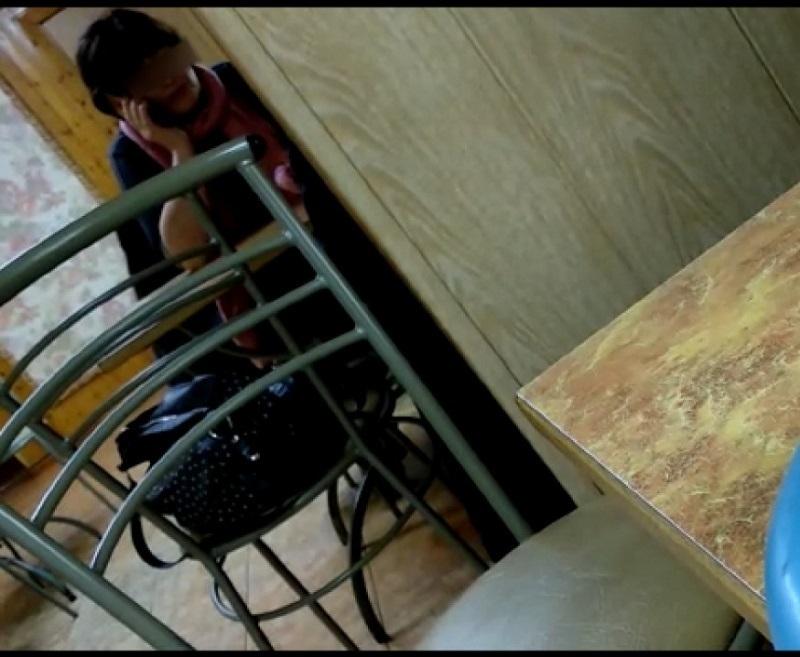 Чрезмерные «старания» работницы образования на избирательном участке под Волгоградом случайно попали на видео