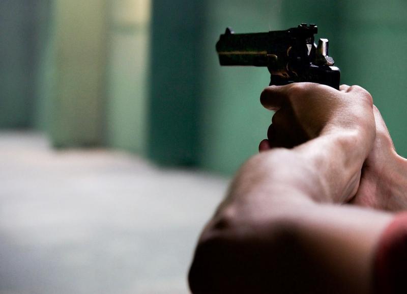 В общежитии Камышина 18-летнего парня хотели убить из-за громкой музыки