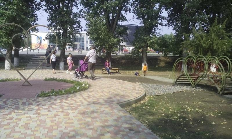 В парке «Влюбленных» в Волгоградской области появятся новые диваны на чугунных ножках