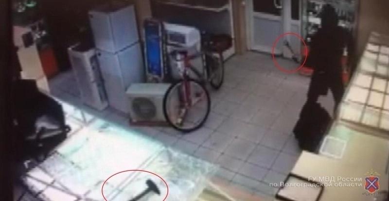 ВВолгограде трое вмасках ограбили скупку