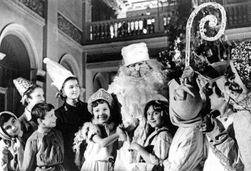 Новый год в Сталинграде: бесплатное кино и катание на коньках для детворы