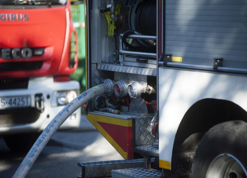 Шесть машин сгорели поздно ночью в Дзержинском районе Волгограда