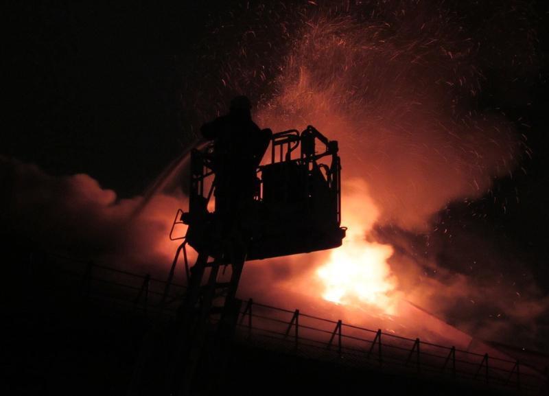 Поздно ночью в 17-этажке в Волгограде  вспыхнул пожар: есть пострадавший