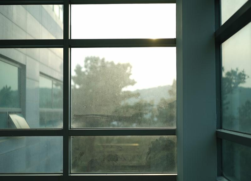 Лишенную родительских прав волгоградку знакомые выбросили из окна