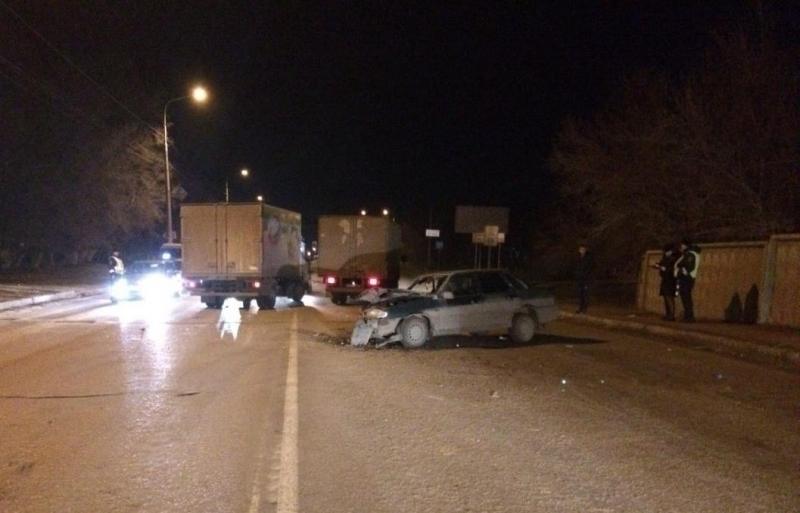 В Волгограде лихач на ВАЗе протаранил Mercedes