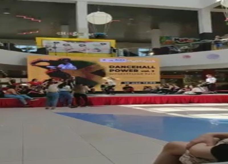 Жесткий танцевальный батл между волгоградками попал на видео