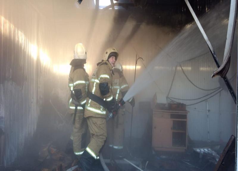 Пожар на рынке «Олимпия» в Волгограде ликвидирован